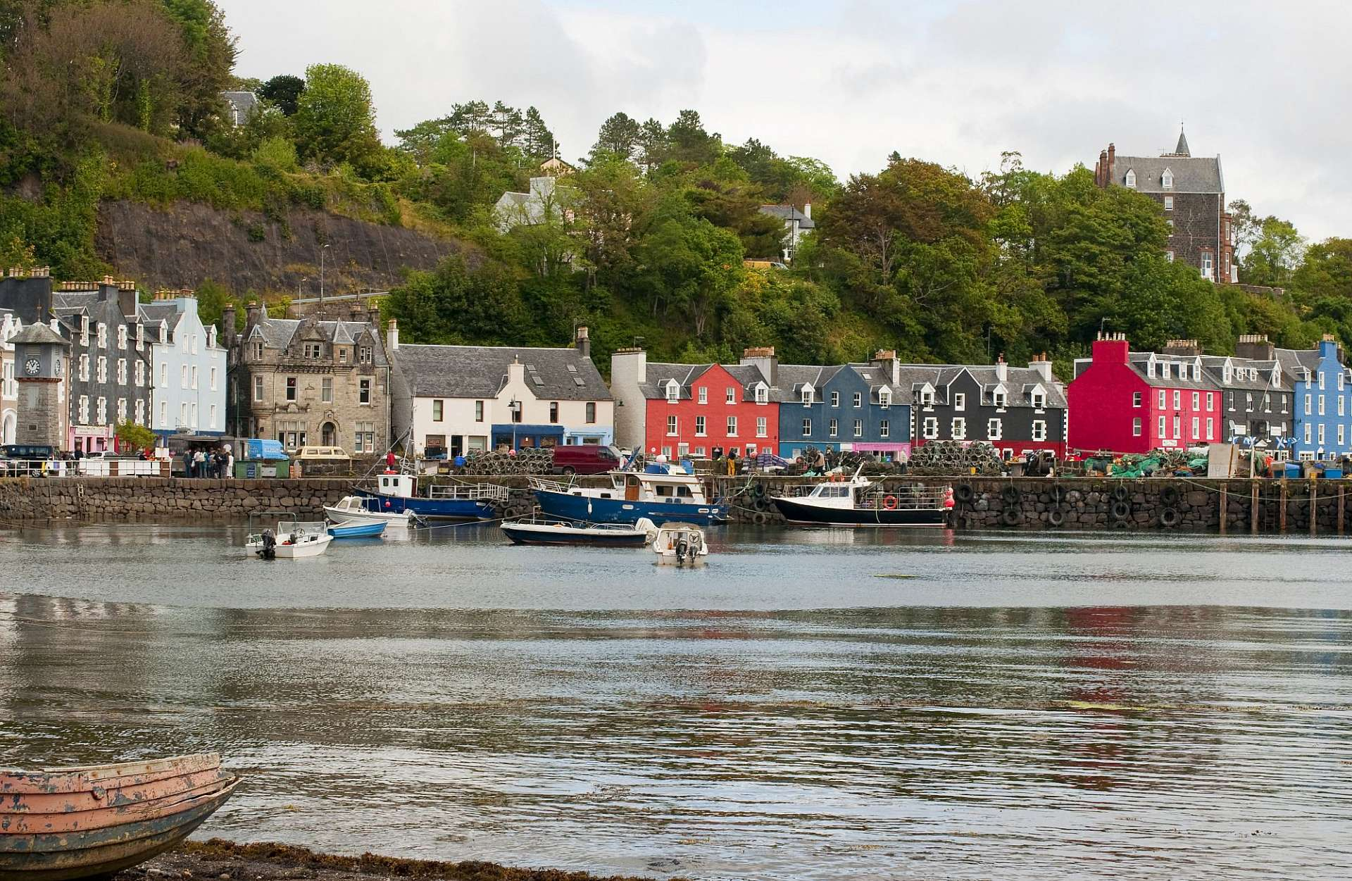 Distilleries, colorful houses: Tobermory on Mull