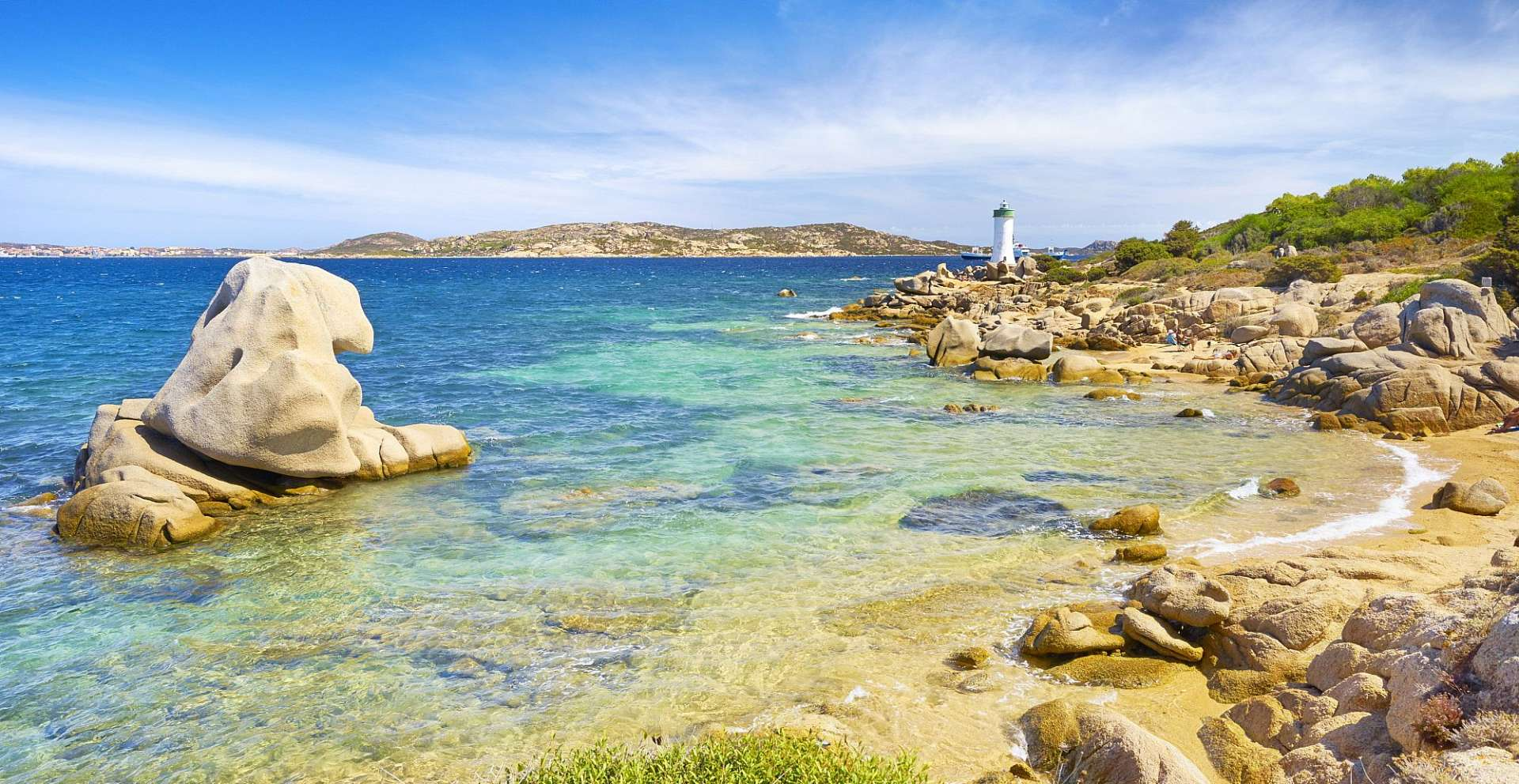 Islands, beaches, crystalline waters: Costa Smeralda