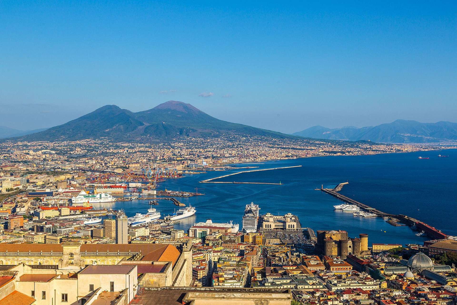 Vesuvius in the background: The view from Vomera
