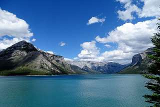 Lake Minnewanka im Banff Nationalpark