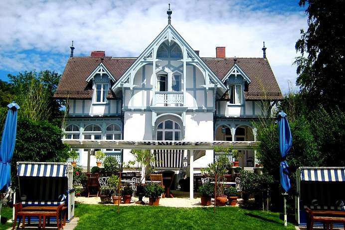 Tastefully decorated on the shore of Lake Constance