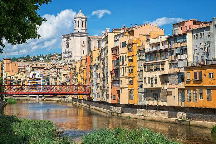 Labyrinthine alleys, Gothic cathedral: Girona