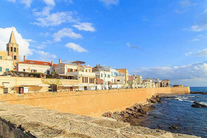 Between port and old town: Walking tour through Alghero