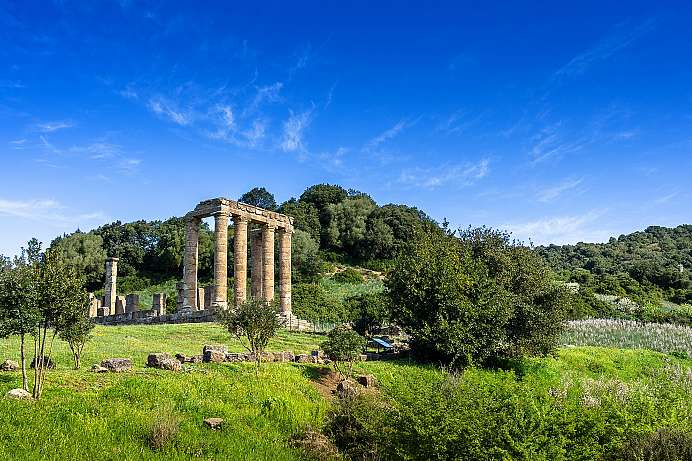 In a breathtaking landscape: Temple of Antas