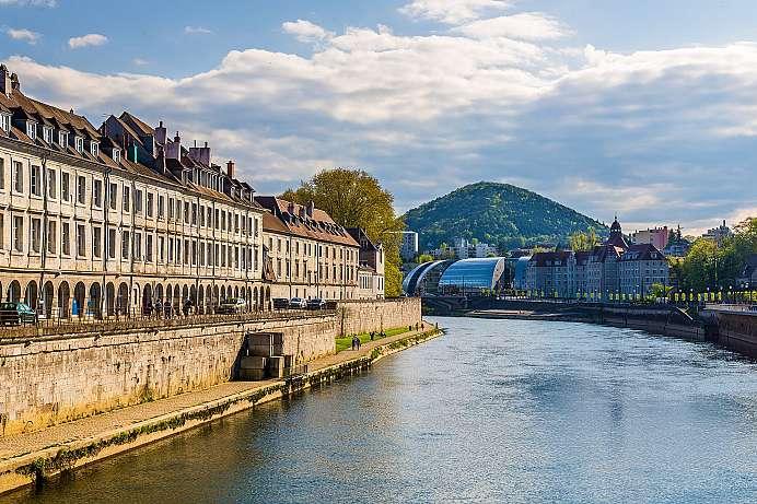 Franche comt panoramablicke und dichte w lder - Piscine eau noire besancon ...