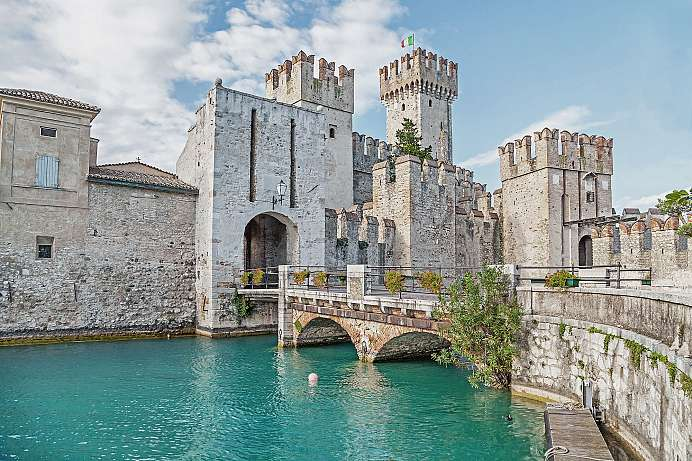 Sirmione: Most beautiful moated castle in Italy