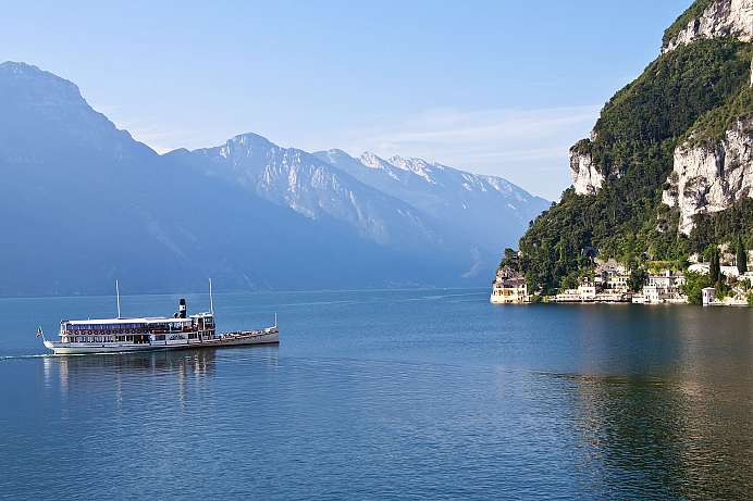 Decelerated travel by boat: across Lake Garda