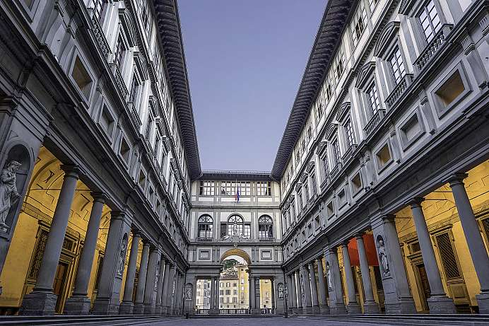 An office building turned into an art museum: Uffizi