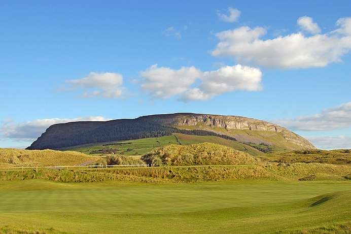 Mythsicher Berg bei Sligo: Knocknarea,