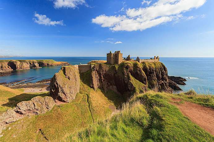 Massive castle in the sea: Dunnotar Castle
