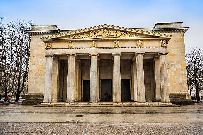 From goose stepping to Anti War Memorial: Neue Wache