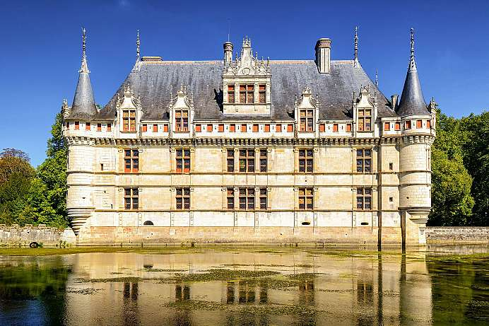 On a river island: Azay-le-Rideau