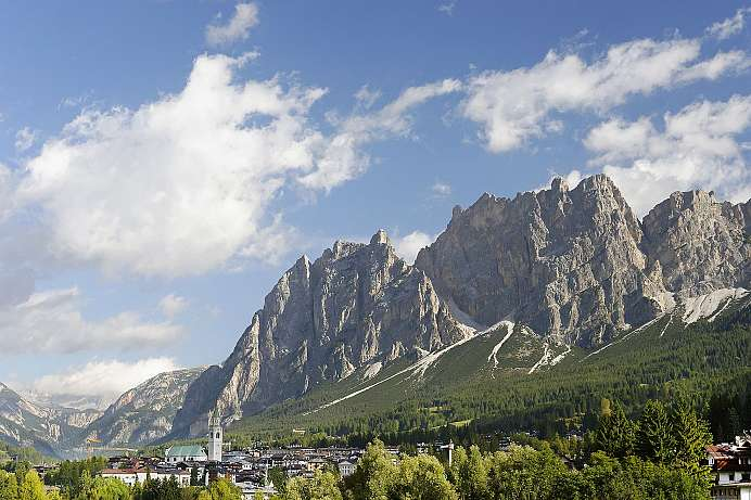 Between legendary Dolomite peaks: Cortina d'Ampezzo