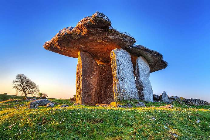 Am Burren Way: Poulnabrone Dolmen