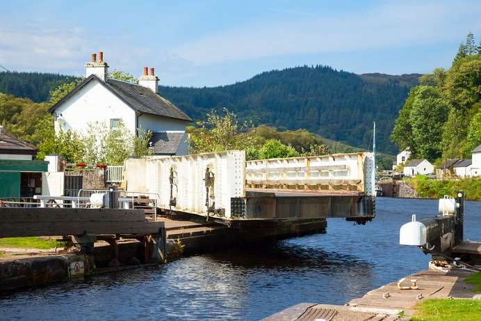 Operated by hand: Lock on the Crinan Canal