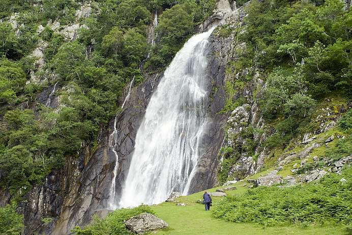 Plunging 40 meters down: Aber Falls