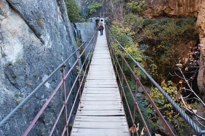 Rope bridge in the gorge: Los Cahorros de Monachil