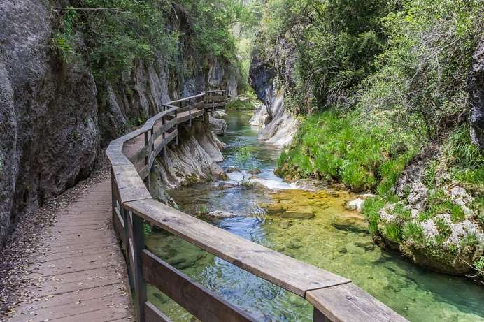 Through the Cerrada de Elías: Hike along the Rio Borosa