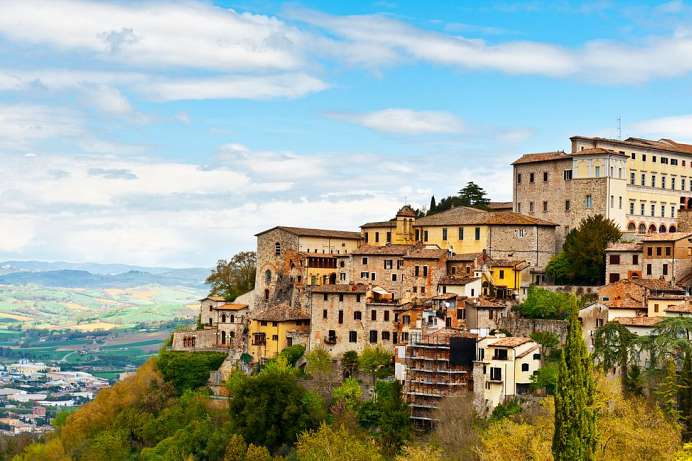 Medieval town above the Tiber: Todi