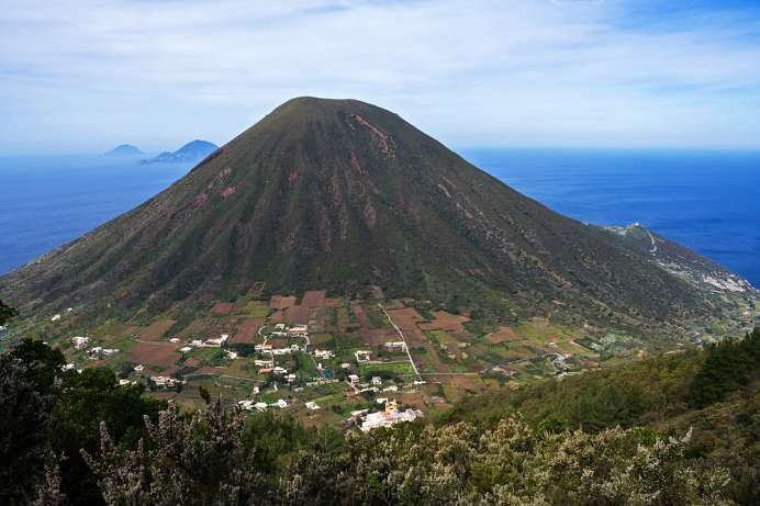 View of the twin volcano: Hike on the Monte Fosso