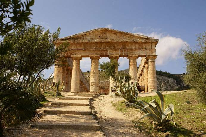 The Greek ideal: Tempel of Segesta