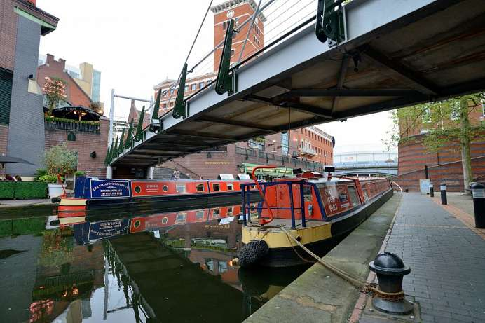Birmingham: Narrowboat-Kanal