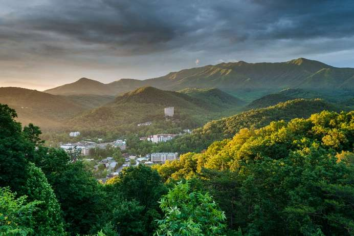 Smoky Mountains: Gatlinburg, Tennessee