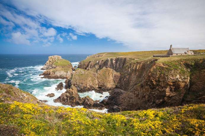 Cliffs, heather and a sanctuary: Pointe du Van