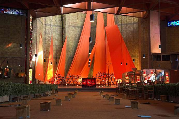 Mystical church service: Taizé