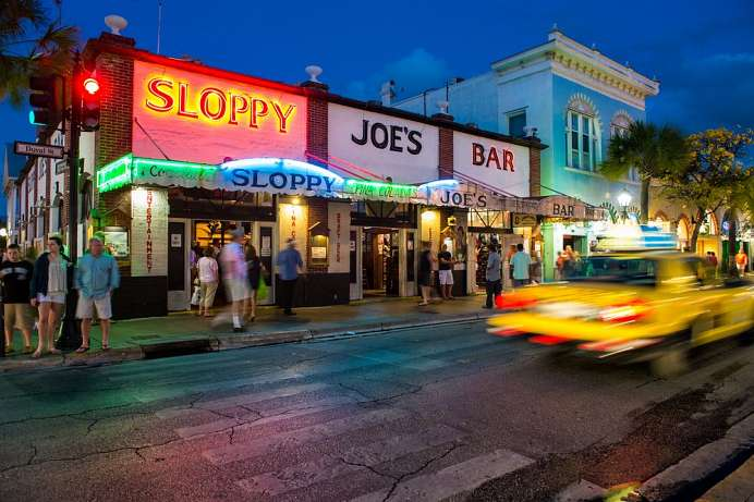 Charme der Karibik: Duval Street in Key West