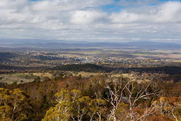Tor zu den Snowy Mountains: Cooma