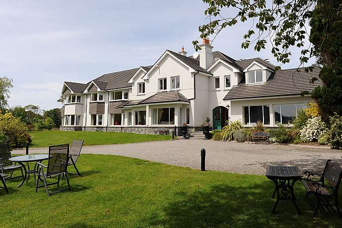 Blick auf den Lower Lake: Country Hotel bei Killarney