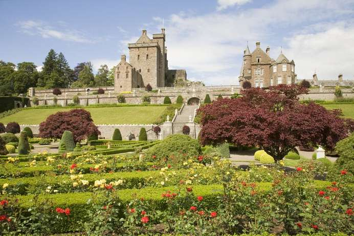400 year old terrace gardens: Drummond Castle
