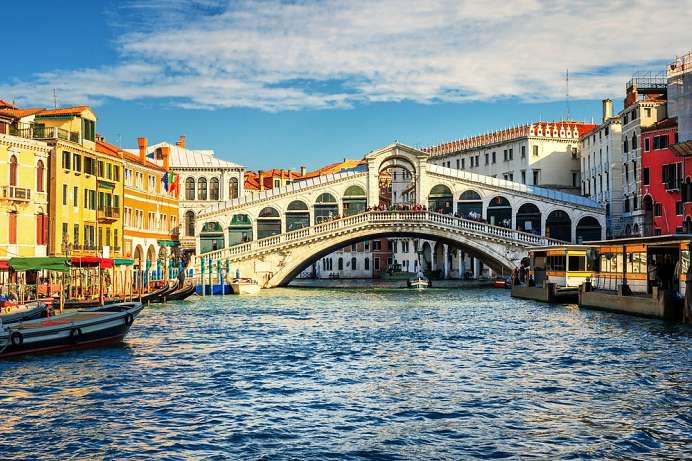 Former business centre: Rialto Bridge