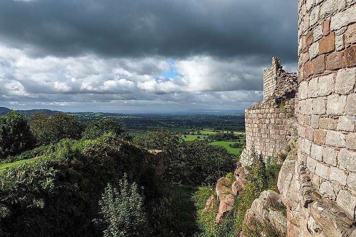 Wide sweeping views in Cheshire County: Beeston Castle
