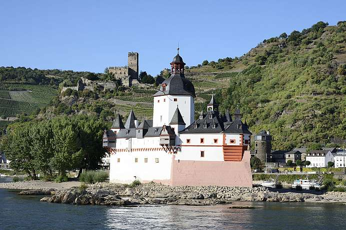 Toll Castle on a river island: Pfalz bei Kaub