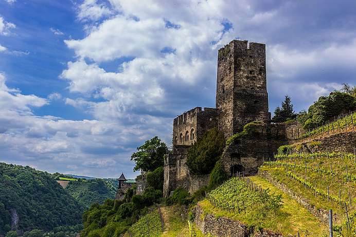 On the Rheinsteig: Castle Gutenfels near Kaub