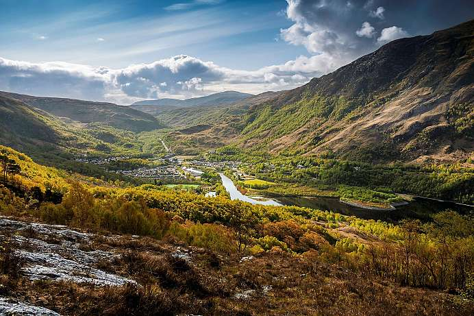 Wide sweeping view wild valley: Hike at Loch Leven