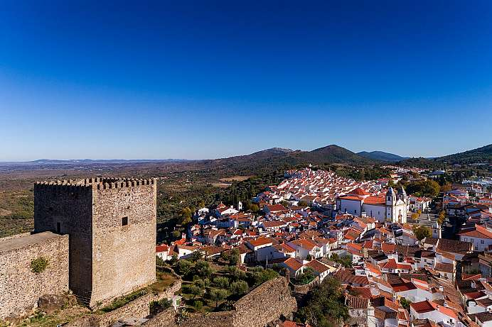 Secured the Spanish border: Castelo de Vide
