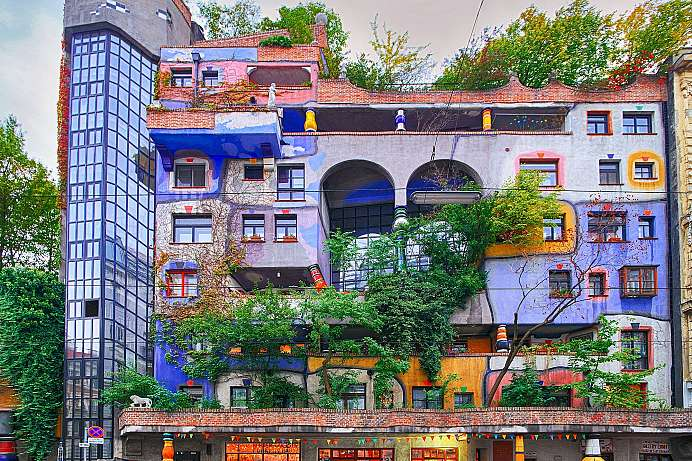 Municipal housing: Hundertwasserhaus