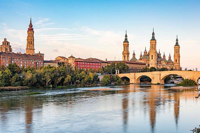 Saragossa: Kathedrale am Fluss Ebro