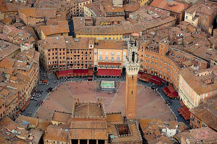 Urban life in a medieval city: Siena