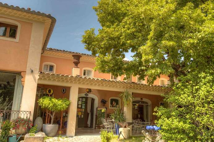 Peaceful atmosphere: Auberge in Manosque
