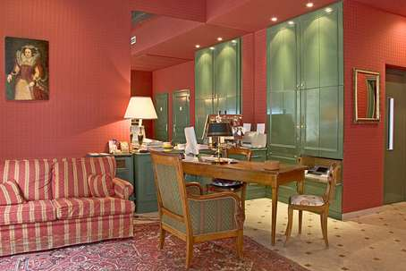 In the heart of Paris: Hotel near the Louvre