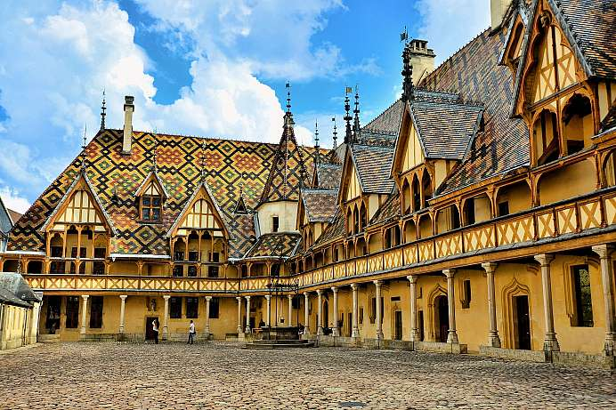 Historic city center and heart of the Cote d'Or: Beaune