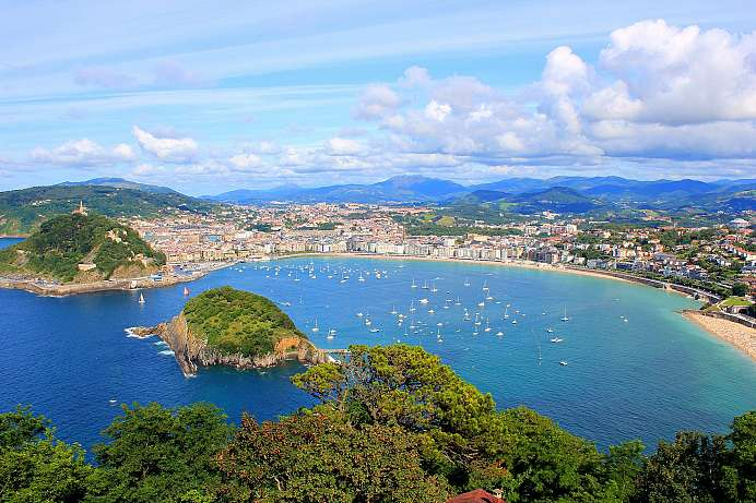 Located on La Concha Bay: Donostia