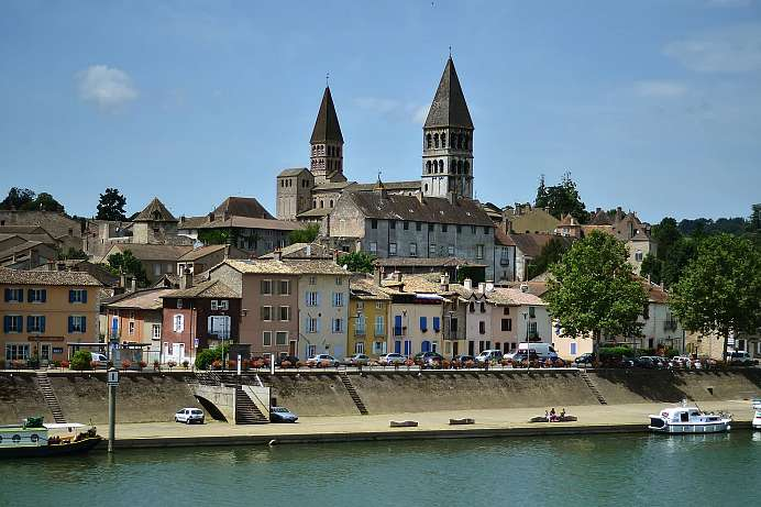 Romanesque churches in an idyllic setting: Tournus