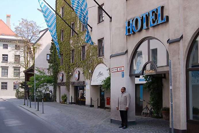 Perfect location: Hotel next to the Hofbräuhaus in Munich