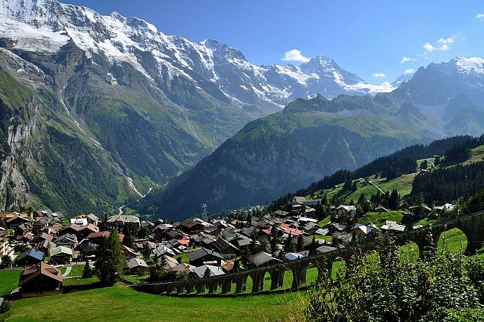 Facing the giants: car-free paradise around Mürren