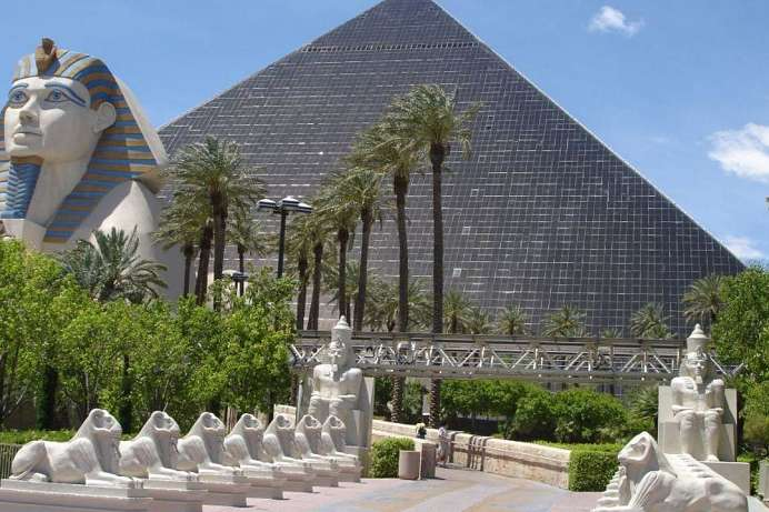 Pyramide mit Sphinx: Luxor Resort & Casino